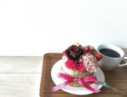 フラワーケーキアレンジメント プリザーブドフラワー チョコレート 本物そっくり バラ カーネーション イチゴ
